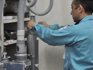 真空ポンプのメンテナンス方法(ロータリーポンプの油交換)